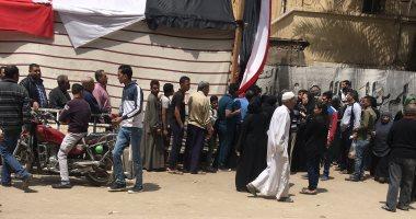 صور.. طابور من الشباب على لجان السلام للاستفتاء على التعديلات الدستورية