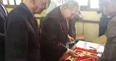 بالفيديو.. رئيس مجلس القضاء الأعلى يدلى بصوته فى الاستفتاء على الدستور