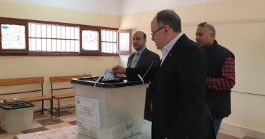 صور.. كرم كردى يدلى بصوته فى الاستفتاء على التعديلات الدستورية