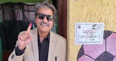جمال عبد الناصر يدلى بصوته فى الاستفتاء على التعديلات الدستورية