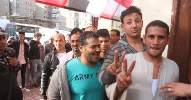 """""""البركة فى الشباب"""".. طوابير شبابية أمام لجان الاستفتاء بالمحافظات"""