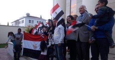 صور.. المصريون يدلون بأصواتهم فى الاستفتاء بدولة قبرص رافعين علم مصر