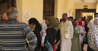 فيديو.. الإقبال يتضاعف على لجان الاستفتاء فى حدائق الأهرام