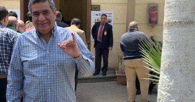 صور.. أحمد مجاهد يدلى بصوته فى الاستفتاء على الدستور بالنادي الأهلي