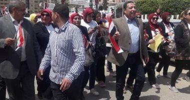 صور.. رئيس نادى دمنهور يقود مسيرة للمشاركة فى الاستفتاء على الدستور