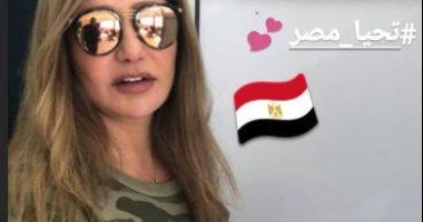 ليلى علوى تدلى بصوتها فى الاستفتاء على التعديلات الدستورية ..صور