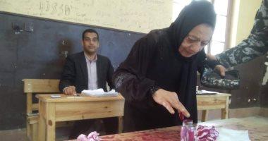 صور.. السيدات يتصدرن المشهد فى اليوم الأخير للاستفتاء بالإسكندرية