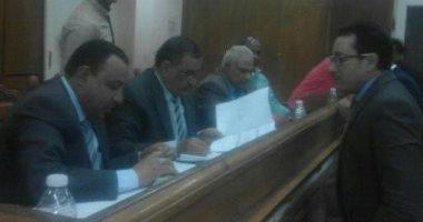 اللجنة العامة بإسنا الأقصر تجمع أصوات اللجان الفرعية تمهيداً لإعلان النتيجة