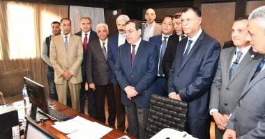 طارق الملا يتفقد غرفة عمليات الوزارة لمتابعة سير الاستفتاء على التعديلات الدستورية