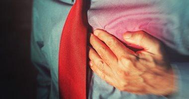 اعراض الأزمة القلبية ضيق فى النفس وألم فى الصدر