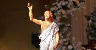 تمثال السيد المسيح ملطخ بدماء ضحايا تفجيرات استهدفت كنائس بسريلانكا