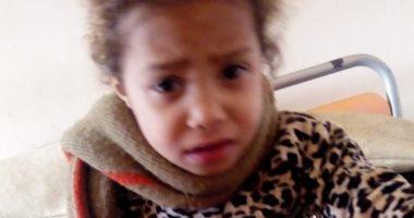 """والد الطفلة """"فرح"""" يستغيث بوزيرة الصحة لانقاذها وعلاجها قبل بتر قدمها"""