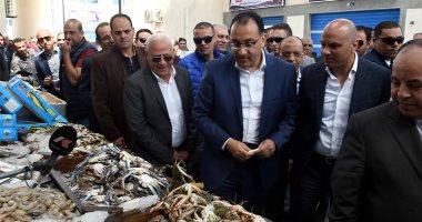 صور. رئيس الوزراء يتفقد سوق السمك خلال زيارته لبورسعيد