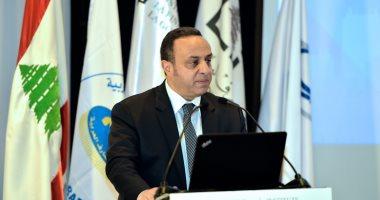 وسام فتوح أمين عام اتحاد المصارف العربية يلقى توصيات المؤتمر المصرفى العربى بلبلنان