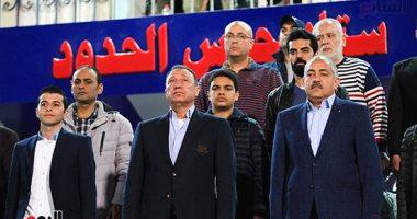 فيديو .. الخطيب يساند لاعبى الأهلى أمام المصرى بالتواجد بمقصورة استاد المكس