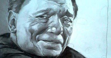 فنان شاب يبدع فى رسم اللوحات بالقلم الجاف والرصاص: يرسم بالفطرة