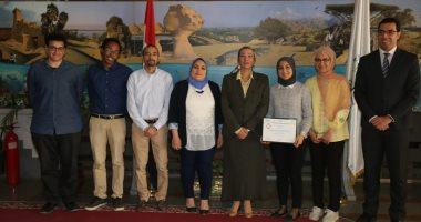 وزيرة البيئة تكرم الفريق المصرى الفائز فى المسابقة الإقليمية للابتكارات الخضراء