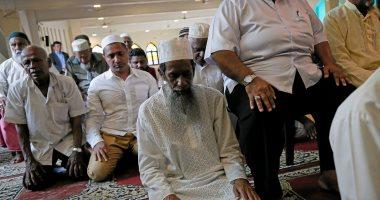 صور.. مسلمو سريلانكا يتحدون الإرهاب ويؤدون صلاة الجمعة بالمساجد