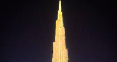برج خليفة يضىء بألوان علم سريلانكا تضامنًا مع ضحايا الإرهاب.. صور