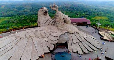 شهد اختطاف ملك شرير لأميرة جميلة.. أكبر تمثال لطائر أسطورى فى العالم.. فيديو