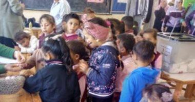قارىء يشارك بصور تظهر زيارة أطفال للجان التصويت على تعديل الدستور بسيناء