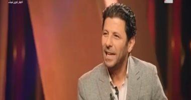 """إياد نصار عن رد فعل زوجته مع """"معجباته"""": """"ماسكة نفسها لحد الآن"""""""