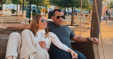 شاهد قبلة أليكس رودريجز لـ جينيفر لوبيز فى تكساس
