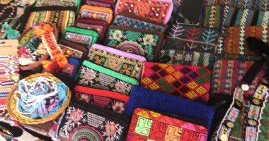 صور.. مشغولات السيناويات تراث قديم يعرض ضمن فعاليات مهرجان الهجن بشرم الشيخ