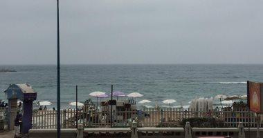 فيديو وصور.. المواطنون يقضون شم النسيم على شواطىء الإسكندرية