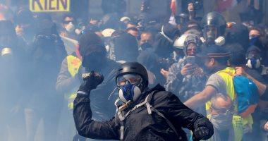 """كر وفر وقنابل غاز.. مظاهرات ممتدة بعد يوم من """"عيد العمال"""" حول العالم"""