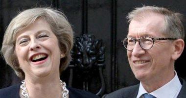 """""""النصف الآخر 1"""".. فيليب ماى """"حب من أول نظرة"""" مع رئيسة وزراء بريطانيا.. نموذج مثالى لشريك الحياة.. اعترف بوقوعه فى غرام تريزا ماى منذ اللحظة الأولى.. يخرج القمامة ويعد العشاء ويصف زوجته بـ""""الطاهية الماهرة"""""""