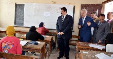 محافظ القليوبية يتابع سير امتحانات نهاية العام الدراسى للشهادة الإعدادية ببنها
