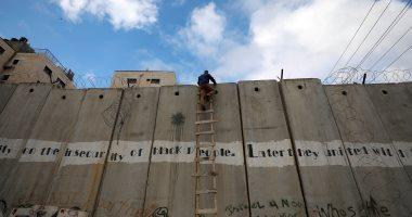 """صور.. شباب فلسطين يتحدى """"حواجز الاحتلال"""" لأداء صلاة الجمعة بـ""""الأقصى"""""""
