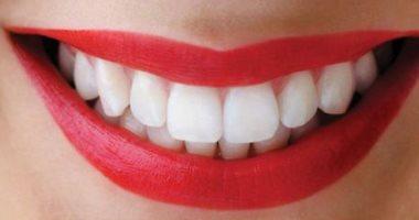 نص جمالك فى ابتسامتك.. رقائق الألمونيوم وزيت جوز الهند لتبييض الأسنان