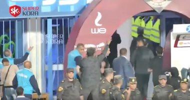 """سوبر كورة.. آخرة تربية التوأم """"!!"""".. شاهد بصق حسام حسن لمجلس الأهلى بعد حرب الزجاجات"""
