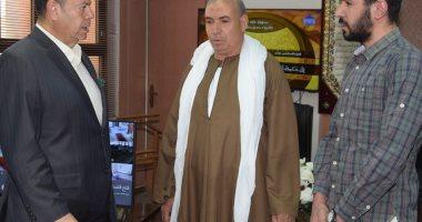 محافظ بنى سويف يستقبل أسرتين من أسر شهداء القوات المسلحة