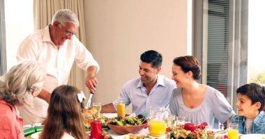 ما تتأخرش وكُل وأنت ساكت.. 5 قواعد اتيكيت للزيارات فى رمضان -