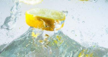 8 فوائد لشرب ماء الليمون .. يحسن مزاجك ويمنع حصوات الكلى وتجاعيد البشرة