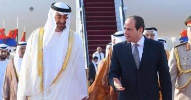 السيسى يستقبل محمد بن زايد بمطار القاهرة