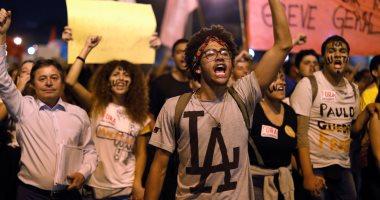 صور .. اساتذة الجامعات والطلاب يتظاهرون ضد قرارات الحكومة البرازيلية