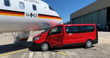 """بسبب """"سيلفى"""".. سيارة تصطدم بطائرة """"ميركل"""" أثناء عودتها إلى برلين"""