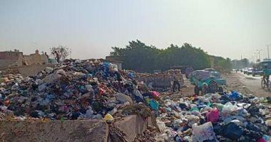 شكوى من تراكم القمامة بمدينة الفسطاط خلف جامع عمر بن العاص