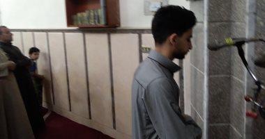 صور.. شاب يبهر المصلين بصوته أثناء صلاة التراويح بأحد مساجد كفر الشيخ