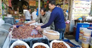 التمر و الزيتون يزينان الموائد المصرية فى رمضان