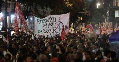 صور.. مظاهرات بالبرازيل احتجاجا على خفض ميزانية التعليم العالى