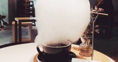 """مطر السكر.. مقهى صينى يقدم فنجان القهوة بسحابة من """"غزل البنات"""" لتحليته"""