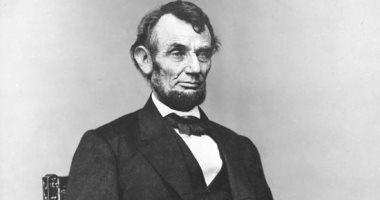 أبراهام لينكولن صاحب أهم قرار فى التاريخ الأمريكى.. قاد الحرب الأهلية لعودة 7 ولايات جنوبية أعلنت انفصالها عن الشمال عام 1860 فحافظ على وحدة الأمريكان من التفتت