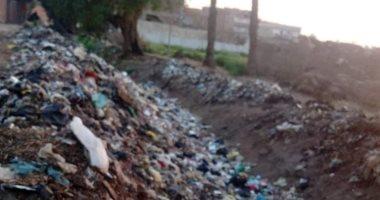 القمامة تغلق مدخل نفق كوبرى الشهيد محمود صالح بمنطقة بشتيل