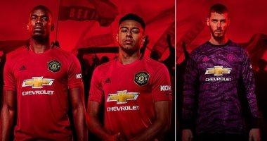 """مانشستر يونايتد يستعين بقميص """"الثلاثية التاريخية"""" لاستعادة الأمجاد.. صور"""
