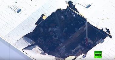 شاهد.. سقوط مقاتلة أمريكية من طراز إف 16 فوق مبنى تجارى بكاليفورنيا